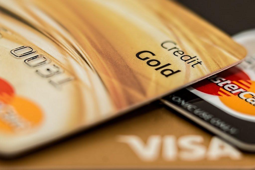 """Top 5 des cartes de crédit pour les """"gros"""" salaires"""
