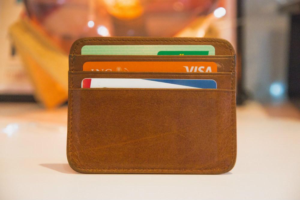 """Top 5 des cartes de crédit pour les """"petits"""" salaires"""