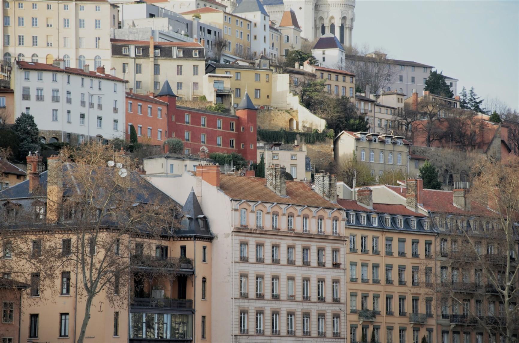 Comment Obtenir des Aides Sociales du Gouvernement Français ?